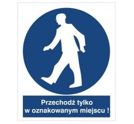 Znak nakaz przechodzenia w oznakowanym miejscu (412)
