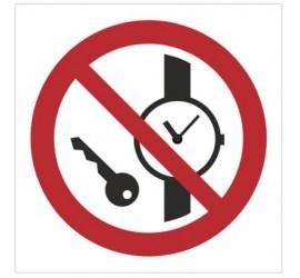 Znak zakaz wstępu z przedmiotami metalowymi i zegarkami (P08)