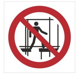 Znak zakaz używania niekompletnego rusztowania (P25)