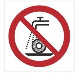Znak zakaz szlifowania na mokro (P33)